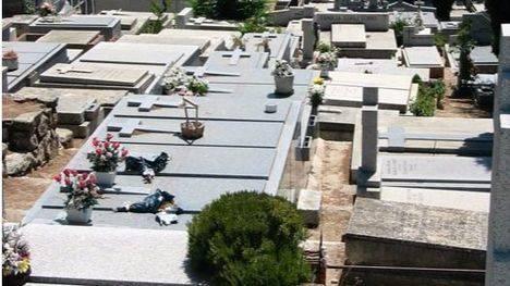 Pegatinas para el cobro en el Cementerio de Torrelodones