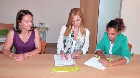 Humana entrega en Hoyo 15 bonos de ayuda social para ropa