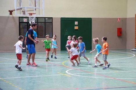 Más de setecientos niños disfrutarán de las Colonias Infantiles y Deportivas de verano en instalaciones municipales