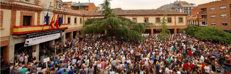 Concentración multitudinaria para homenajear a Ignacio Echeverría