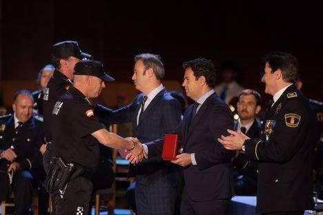 El Instituto Nacional de Toxicología y el Cuerpo de Bomberos de la CAM reciben las medallas de la Policía Local
