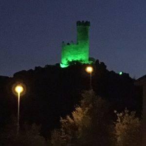Santa Constancia ilumina de verde la Torre de los Lodones