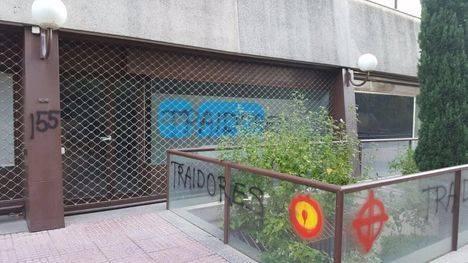 Aparecen pintadas en la sede del PP de Las Rozas