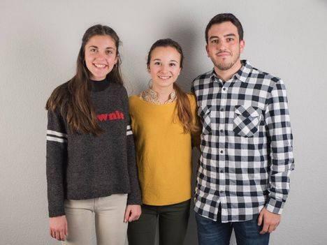 Tres jóvenes artistas de Hoyo exponen en el Centro de Cultura