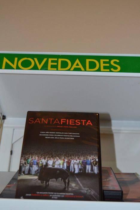El documental `Santa Fiesta´ llega como donación particular a la biblioteca municipal