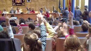 Los escolares vuelven a sustituir a los políticos en el Pleno