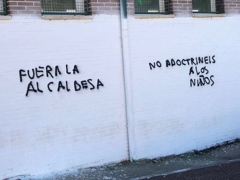 Aparecen nuevas pintadas contra el colectivo LGTBI y contra la alcaldesa en el IES Diego Velázquez