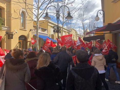 Las movilizaciones en Las Rozas Village consiguen que no se trabaje el festivo 1 de mayo
