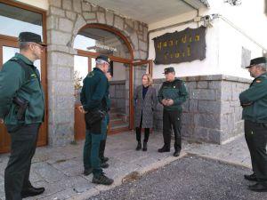 Concepción Dancausa visita el refugio del SEREIM en Navacerrada