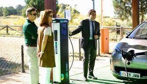 Primer punto de recarga inteligente para coches eléctricos, con energía solar, de España
