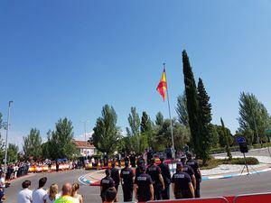 La bandera para homenajear a la víctimas del terrorismo, izada en Las Rozas