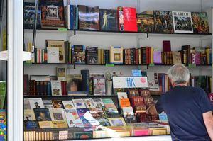 Inaugurada la Feria del libro antiguo y de ocasión en Guadarrama