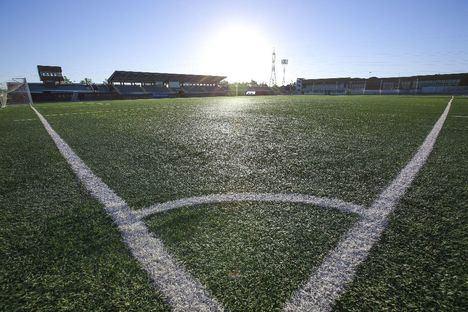El Ayuntamiento renovará el césped de dos campos de futbol y el campo de rugby