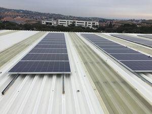 Instalado un centro de producción de energía solar en el Polideportivo Municipal