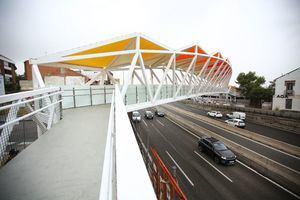 Ya está abierta la nueva pasarela peatonal sobre la A-6