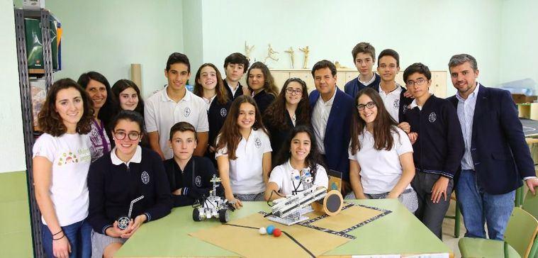 Alumnos del Colegio Santa María de Las Rozas con sus proyectos para el concurso TECHMI