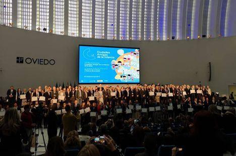 El municipio recoge el distintivo de Ciudad Amiga de la Infancia