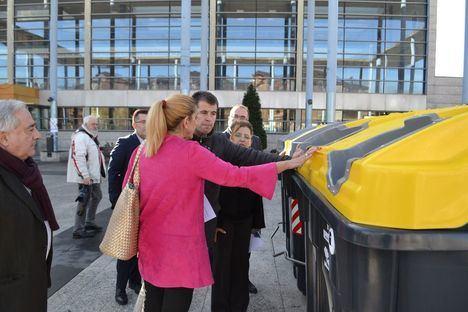 El Ayuntamiento presenta sus nuevos contenedores de residuos