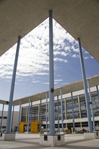 La Biblioteca Miguel Hernández amplía horario por exámenes