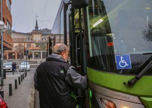 Ayudas a los mayores de 65 años para adquirir el abono transporte anual