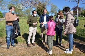 Dieciséis familias de Guadarrama colaboran en la plantación de alcornoques en Los Builes
