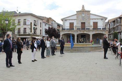 Galapagar celebró el Día de Europa con un acto institucional en la plaza de la Constitución