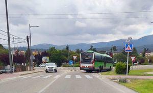Carreteras instala señalización luminosa vertical en dos pasos de peatones de Guadarrama a petición del Ayuntamiento