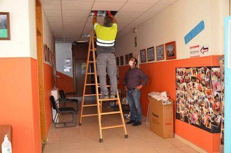 El Ayuntamiento sustituye las luminarias del Colegio Sierra de Guadarrama y mejora su eficiencia energética