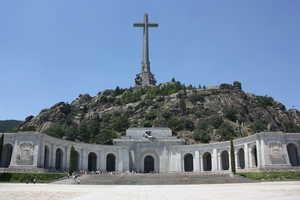 El Ayuntamiento de San Lorenzo de El Escorial concede la licencia para las exhumaciones en el Valle de los Caídos