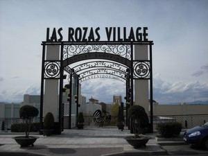 Protestas en Rozas Village ante la decisión de abrir tiendas el 1 de Mayo